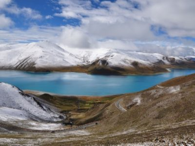 yamdrok-lake-in-winter