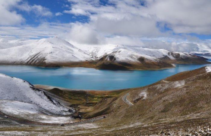 yamdrok-lake-in-winter